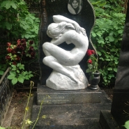 Памятник со скульптурой_18