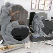 Памятник со скульптурой_9